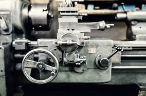 汎用旋盤の写真